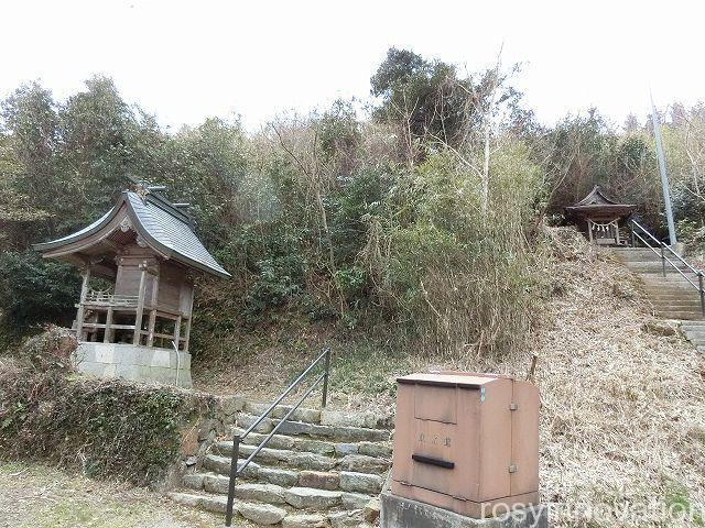 中山神社の境内