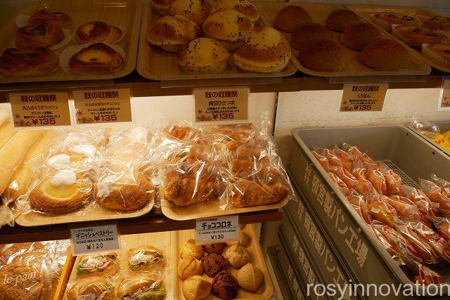 ベーカリートングウ14 パンの陳列