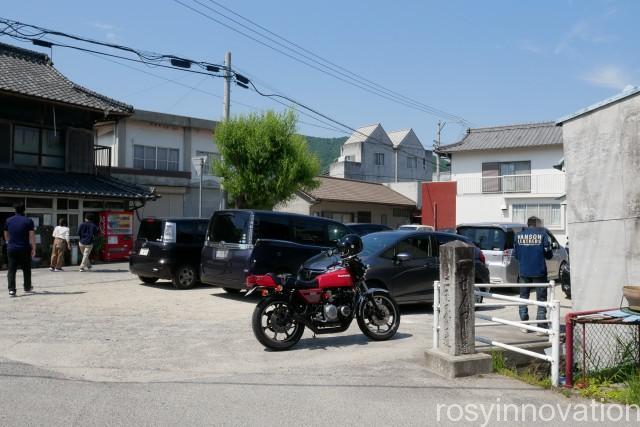 須崎食料品店 (1)駐車場