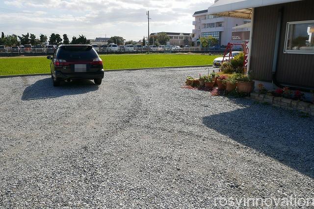 コロボックル (4)駐車場