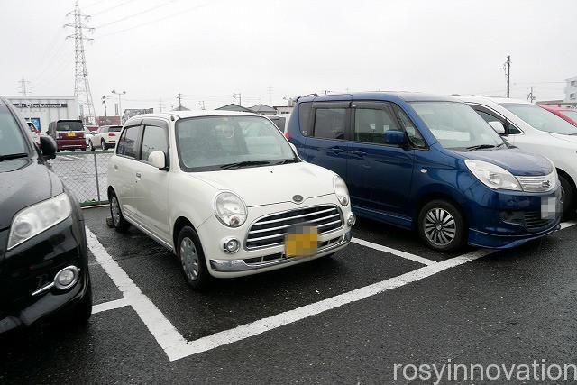 ラーメン辰弥 (2)駐車場