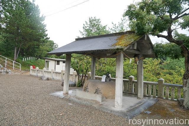 戸島神社 (2)手水車