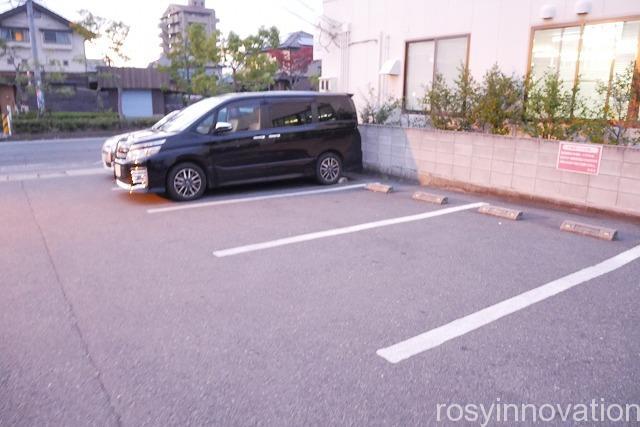 レトロ焼肉たろう食堂 (3)駐車場