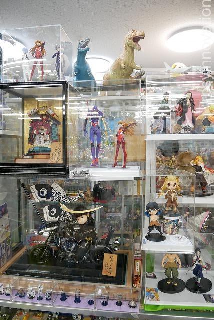 湯郷温泉レトロおもちゃ館 (4)フィギュアエヴァ鬼滅の刃ドラゴンボール