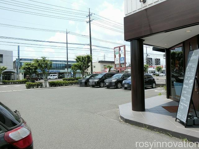 カフェ青山岡山本店 (4)車