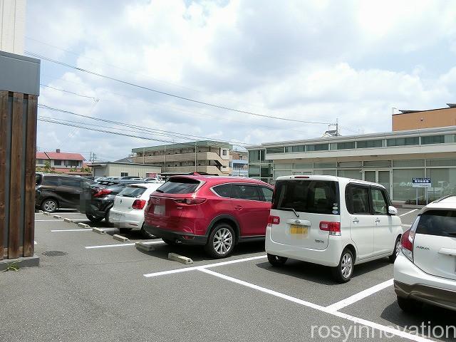 カフェ青山岡山本店 (3)駐車場