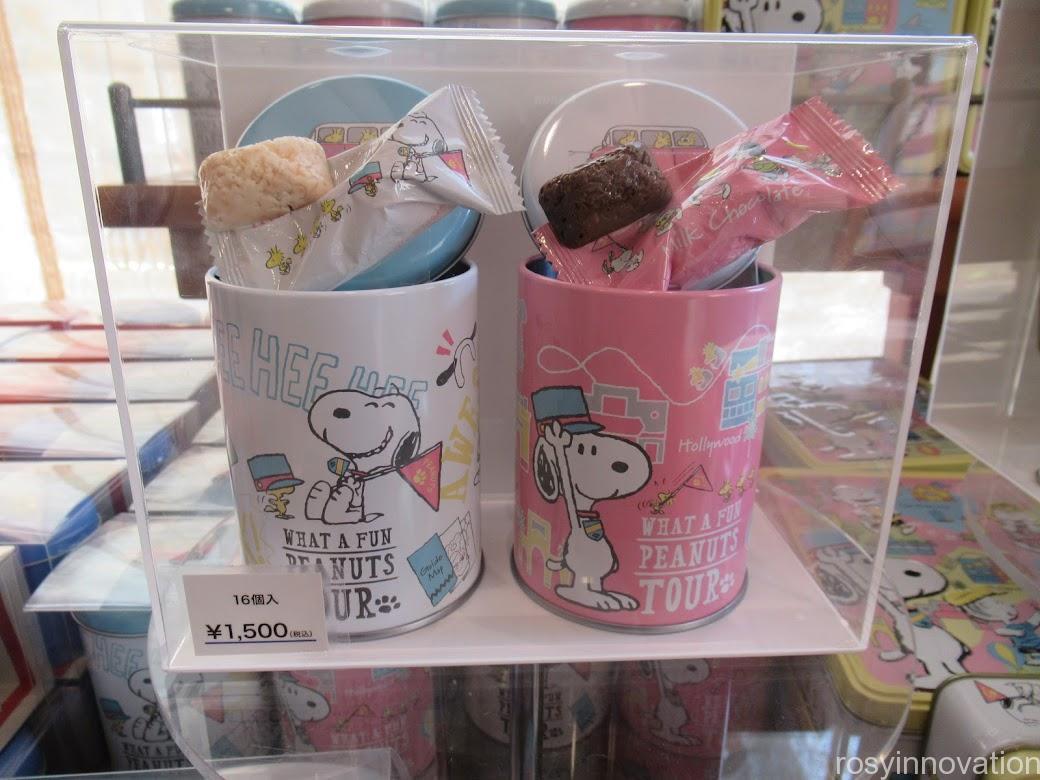 スヌーピーのお菓子のお土産 クッキー缶春クランチ