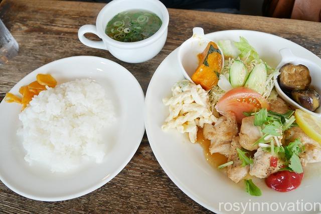 アトミックカフェ (9)魚ランチ